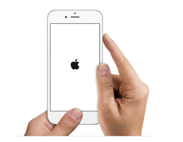 إجبار iPhone على إعادة التشغيل